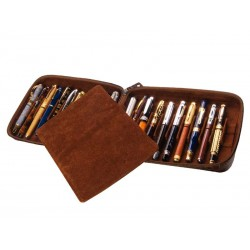 Flexible case for 22 fountain pens with a movable divider