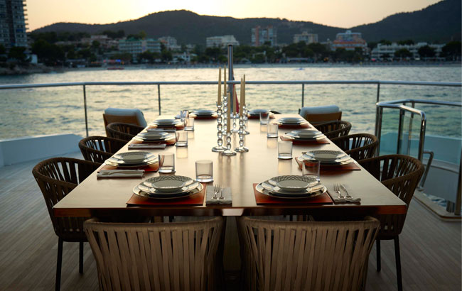 Table at the Skylounge : importance of table setting - pezcame.com